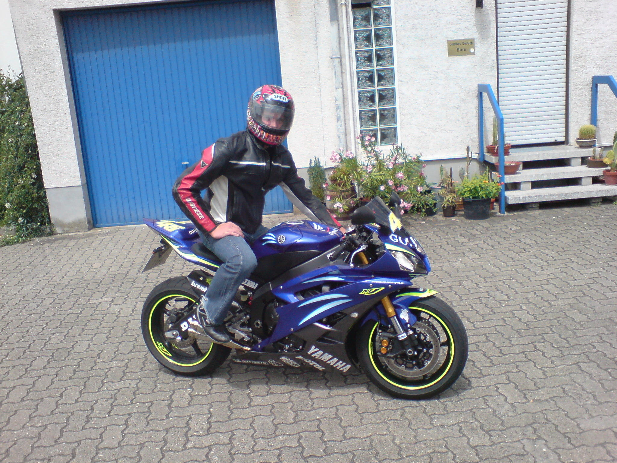 mein baby nagelneu r6 showroom yamaha r6club